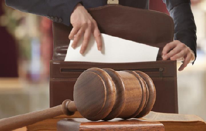 Advokatlar bong uradi: ayblovning og'riqli nuqtasi