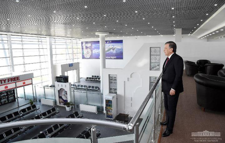 Президент Термиз халқаро аэропортининг янги терминали билан танишди (фото)