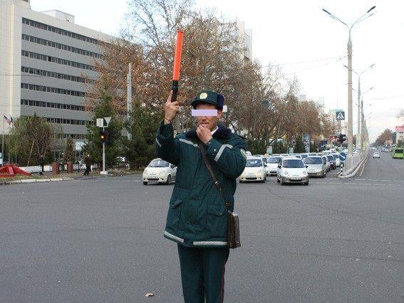 «Кобальт» йўл патруль хизмати ходимини уриб кетди