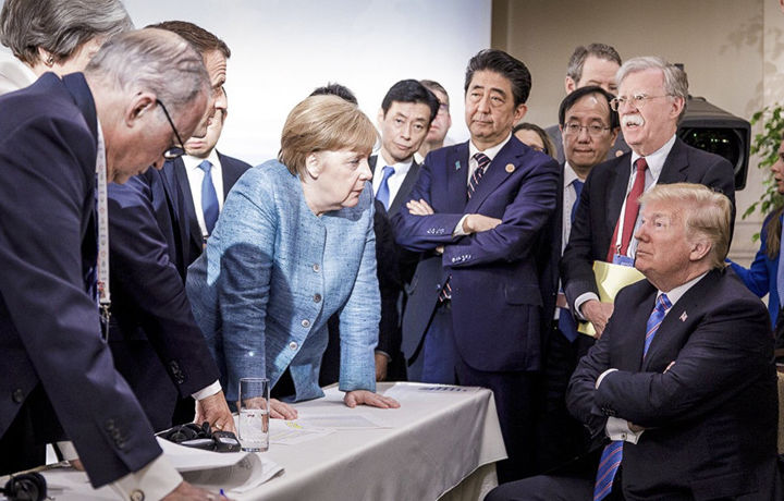 «Вместо тысячи слов»: соцсети обсуждают фото Меркель и Трампа с саммита G7