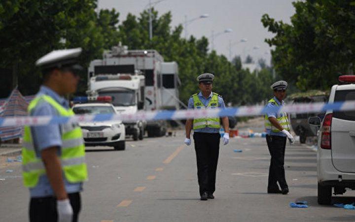 В Китае мужчина угнал автобус и врезался в толпу, 8 погибших (видео)