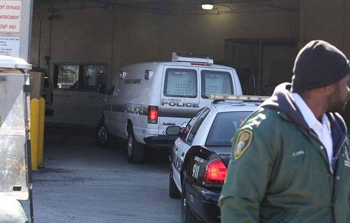 Полицейские в Майами избили девочку (видео)