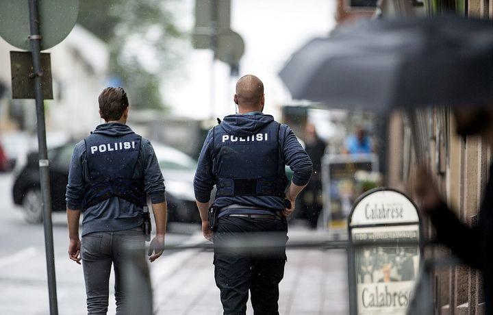 Два беженца напали на водителей автобусов в Финляндии