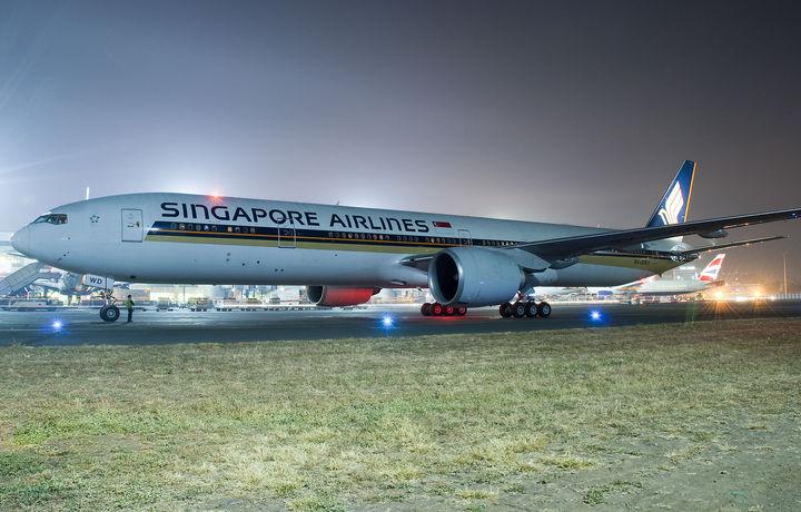Сингапур самолёти фавқулодда қўнишга мажбур бўлди
