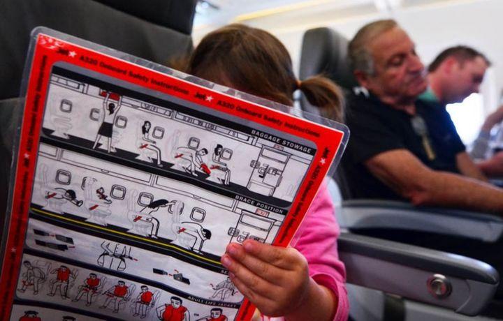 Как спасаться пассажирам при крушении самолета, чтобы выжить, рассказали эксперты