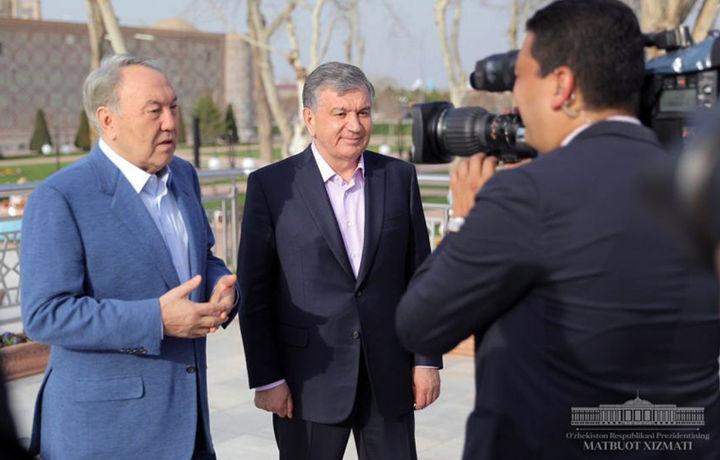 Шавкат Мирзиёев ва Нурсултон Назарбоев Самарқандни айланишди