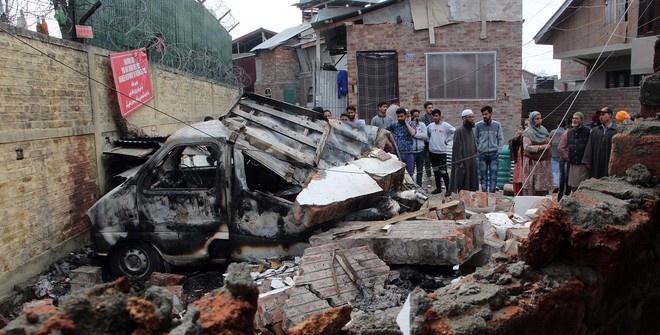 Индийские солдаты и пакистанские жители погибли при обстреле в Кашмире