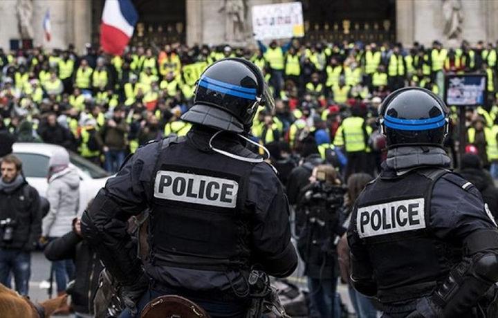 Франция опровергла выход военных против «жёлтых жилетов»