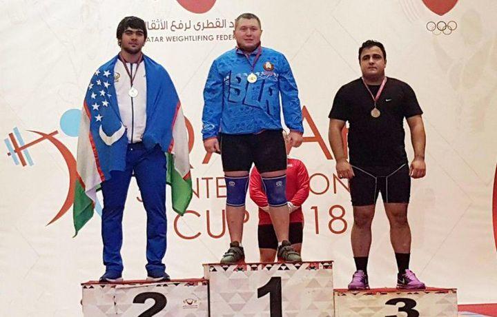 Акбар Жураев завоевал три медали на турнире по тяжелой атлетике в Дохе