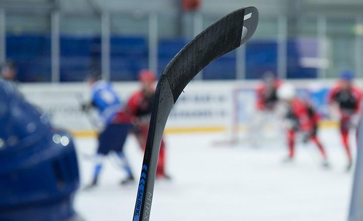 Хоккеист умер во время матча