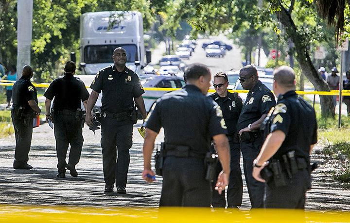 Житель Флориды обстрелял полицию и взял в заложники детей