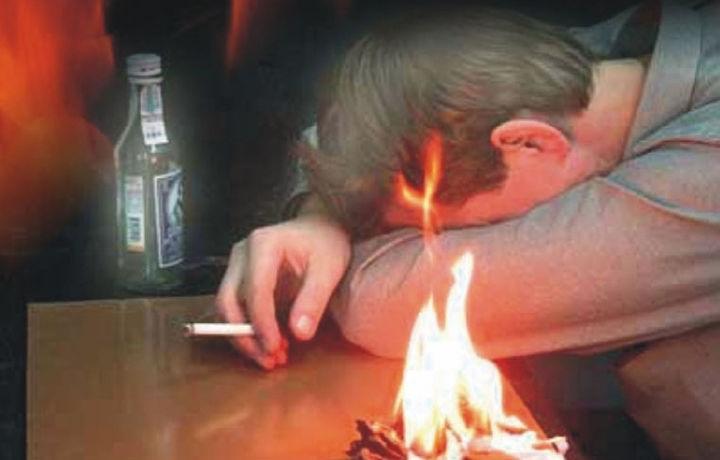 Самарқандда сигарета чеккан отахоннинг уйи ёниб кетди