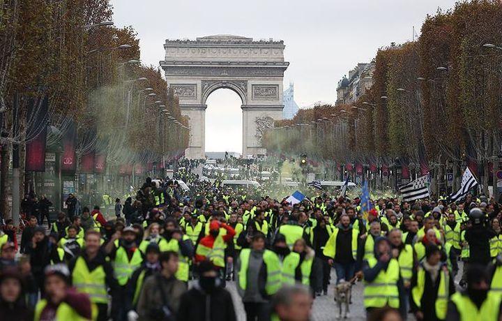 Центр Парижа закрывают для транспорта из-за протестов