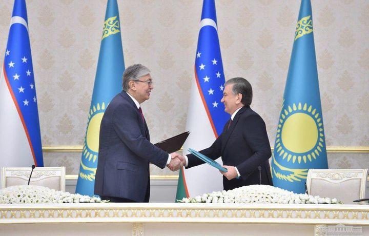Мирзиёев и Токаев подписали соглашение о защите трудовых прав граждан