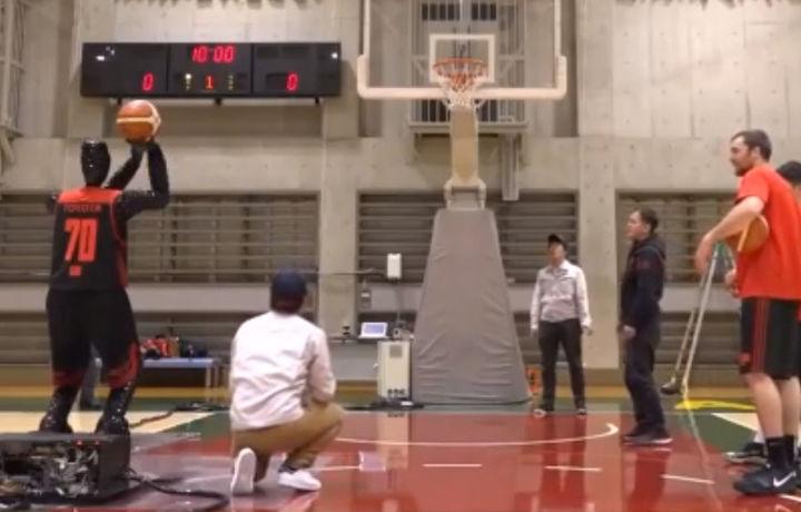 Робот баскетболчи профессионалларни доғда қолдирди (видео)