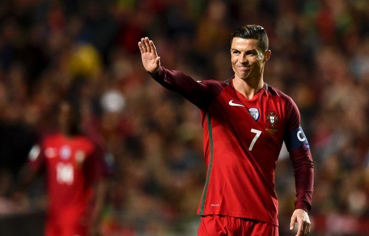 Роналду может быть лишен государственных наград Португалии