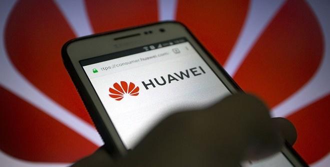 Huawei запретили использовать SD-карты