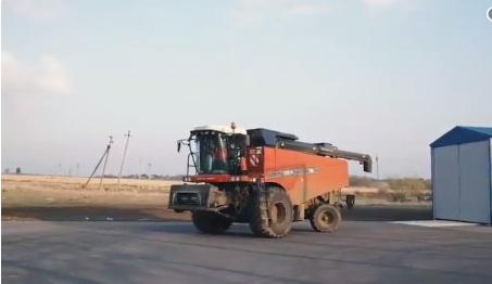 «Роскосмос» янги комбайнни синовдан ўтказди: комбайнчига иш йўқ (видео)