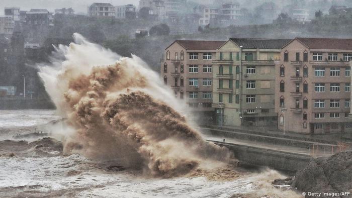 Супертайфун: Хитойда бир миллиондан ортиқ киши эвакуация қилинди