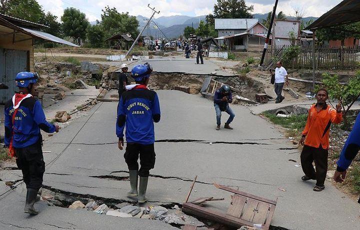 Число жертв землетрясения в Индонезии достигло 2088