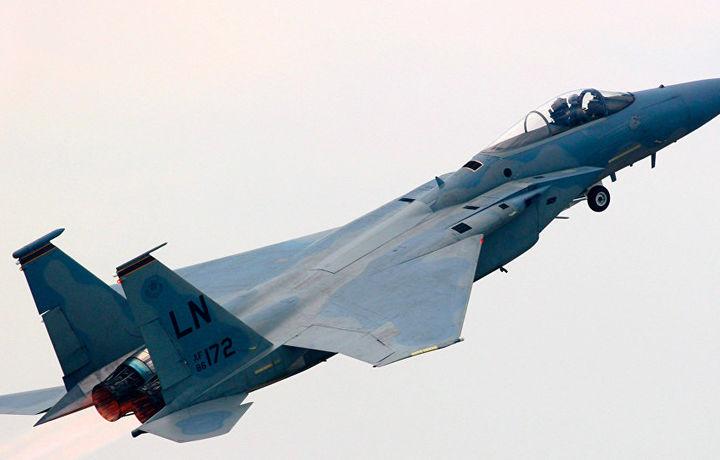 Гражданский самолет и два истребителя F-15 чуть не столкнулись в Японии