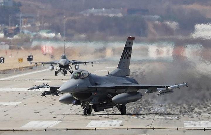 Истребитель F-16 врезался в здание в Калифорнии