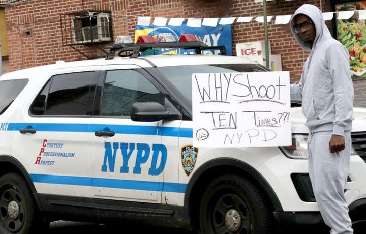 В центре Нью-Йорка открыли стрельбу