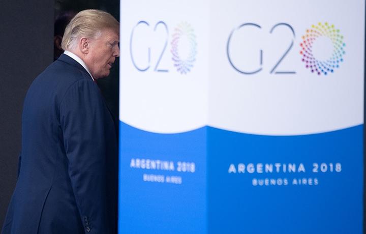 Трамп выбросил переводчик во время речи главы Аргентины (видео)