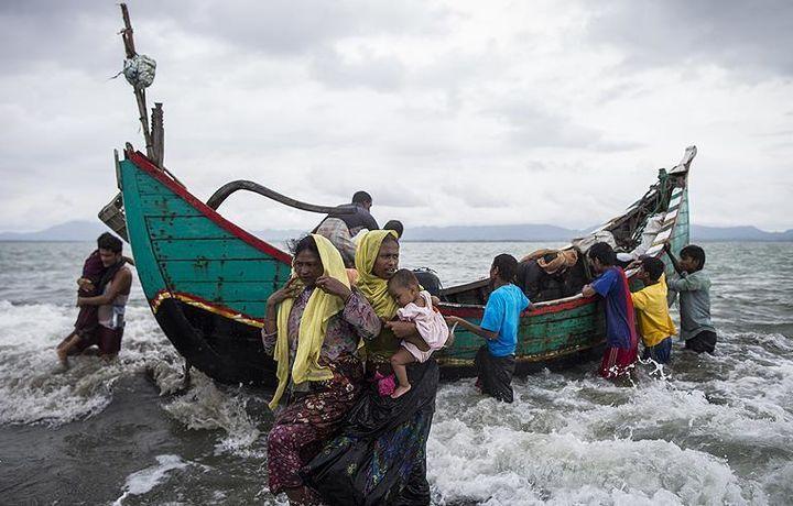 В Мьянме задержали катер с 93 беженцами из Аракана