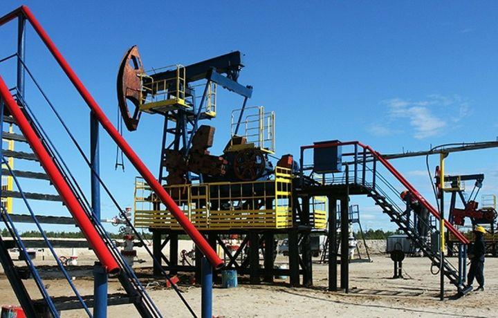 Нефть дорожает на данных о запасах в США