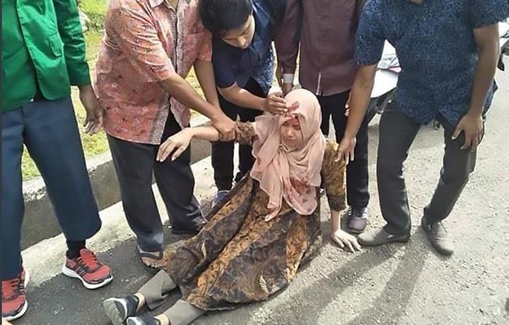 20 человек погибли при землетрясении в Индонезии (фото)
