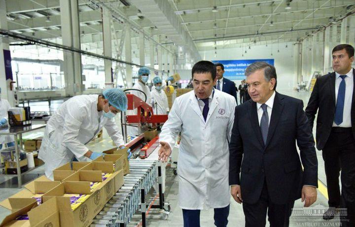 Президент «Амилов» қандолат фабрикасини бориб кўрди