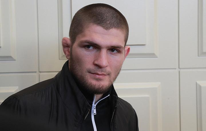Нурмагомедов отстранился от болельщиков в Сети