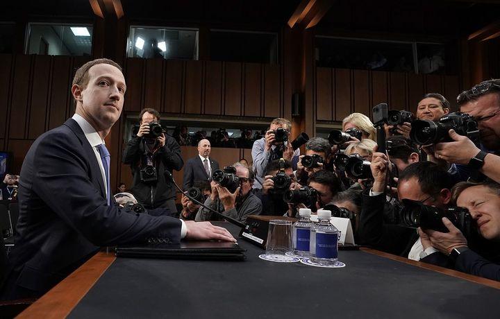 Цукерберг — робот? «Facebook» асосчисининг баёноти кўпчиликда кулги уйғотди