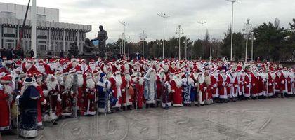 Операция Дед мороз. Почему сотни Дедов морозов вышли на улицы Ташкента?