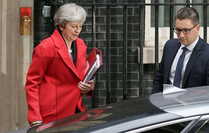 Мэй описала риски для Великобритании в случае её отставки