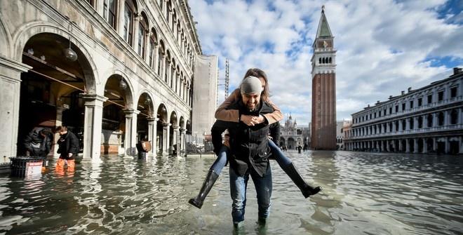Правительство Италии объявило режим ЧП из-за наводнения в Венеции