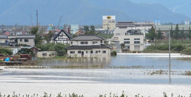 Заводы Hitachi и Panasonic пострадали из-за тайфуна в Японии