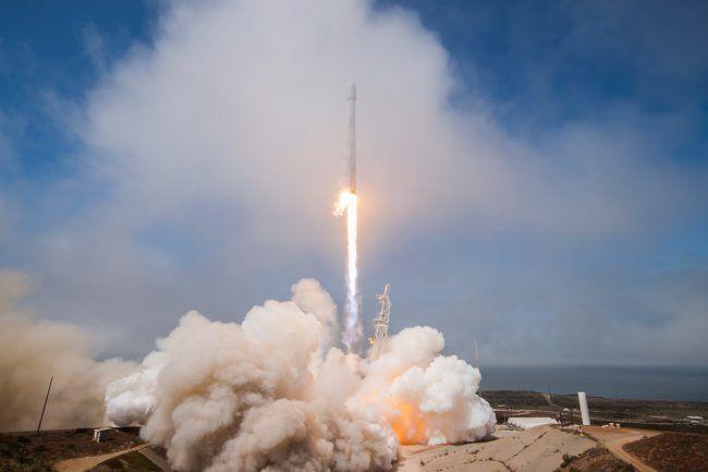 «Falcon 9» ракетаси ионосферада 900 километрли туйнук ҳосил қилди