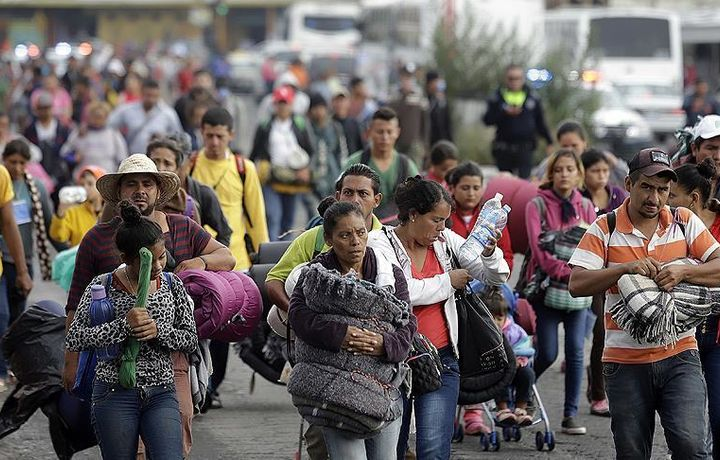 Первая группа беженцев прибыла к границе США
