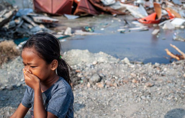 Число жертв землетрясения в Индонезии превысило 2,1 тыс.
