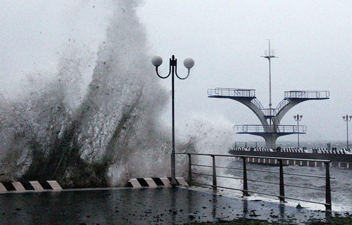 Тайфун «Гаеми» обрушился на юг Японии