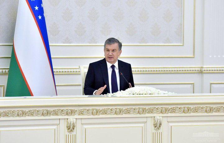 Шавкат Мирзиёев провел видеоселекторное совещание по вопросам молодежи и женщин