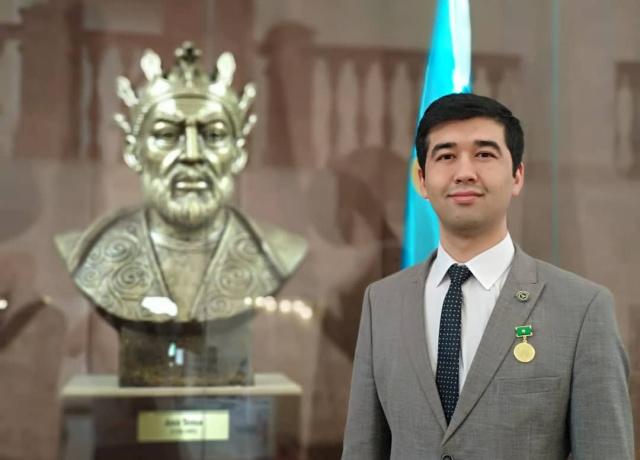 Alisher Sa'dullayev: «Prezidentning menga ishonchi o'qituvchi otam va onamga katta faxr bag'ishlaydi»