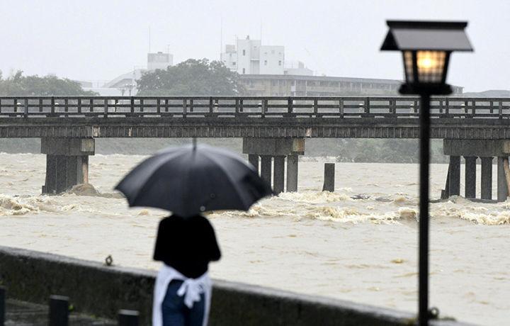 В Японии из-за наводнения погибли 17 человек