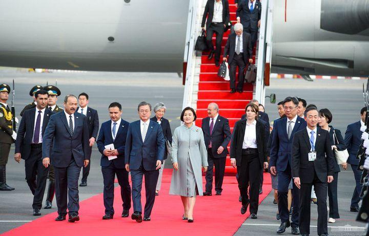 Корея Республикаси президенти Тошкент шаҳридаги Инҳа университетига борди