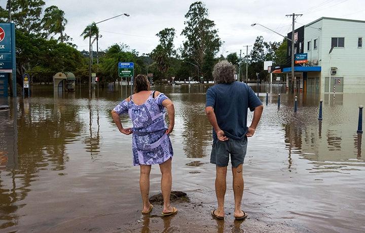 Австралийцев предупредили об опасности из-за циклона
