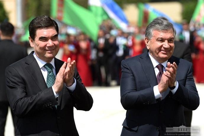 Shavkat Mirziyoyev Turkmaniston prezidenti bilan telefon orqali muloqot qildi