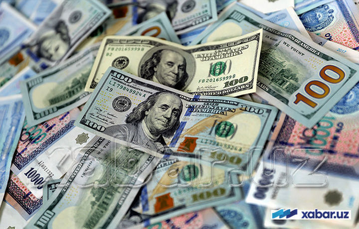 Доллар повысился, а евро снова упал