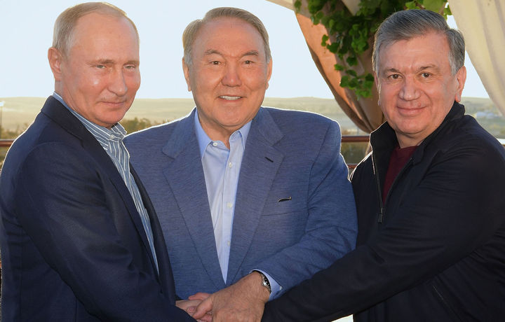 Мирзиёев ва Путин Қозоғистонга боришди